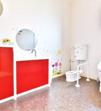 こども用トイレも完備したバリアフリーの多目的トイレ