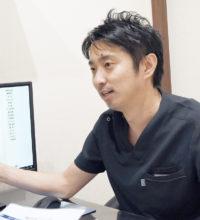 治療について説明中の口腔外科担当:松原良太
